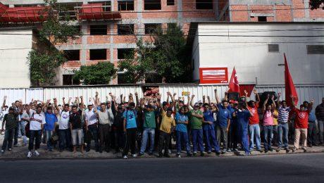 Mobilização dos trabalhadores da base do Sintracon. Foto: Davi Macedo