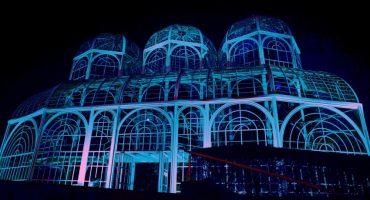 Estufa do Jardim Botânico iluminada em azul para homenagear o Dia Internacional do Autismo. Foto: Brunno Covello/ SMCS. Foto: Brunno Covello/ SMCS
